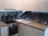 stiklas-virtuves-baldams-vietoje-plyteliu-3
