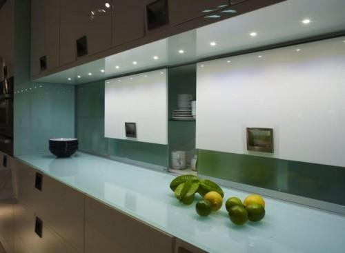 LED apsvietimas virtuves balduose